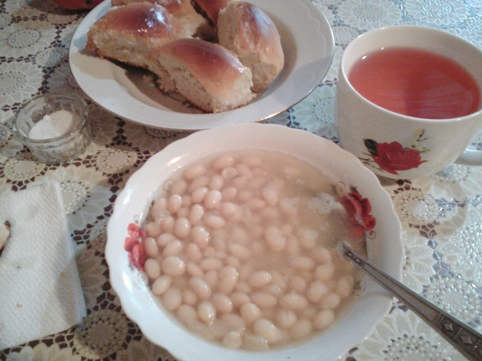 A lunch of bean soup, freshly baked bread (still warm and super yummy!), and compot (homemade juice, in this case, plum juice).