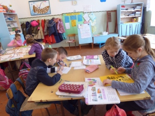 2nd graders working on worksheets during class