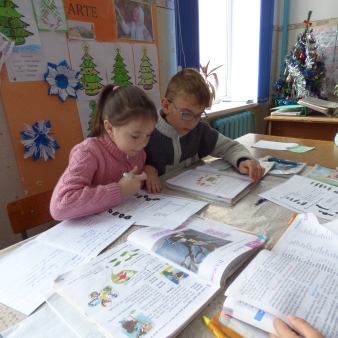 3rd graders working on a worksheet during class