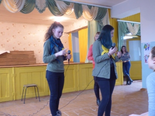 """Serata""- Two 9th graders compete in ""The Best Student"" game"